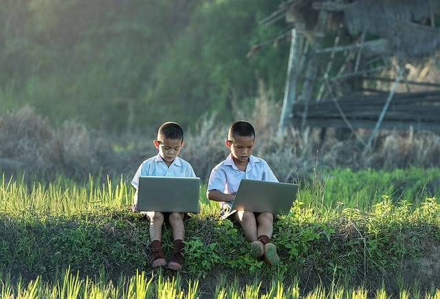 Should Parents Allow Their Kids To Use Survey Apps?
